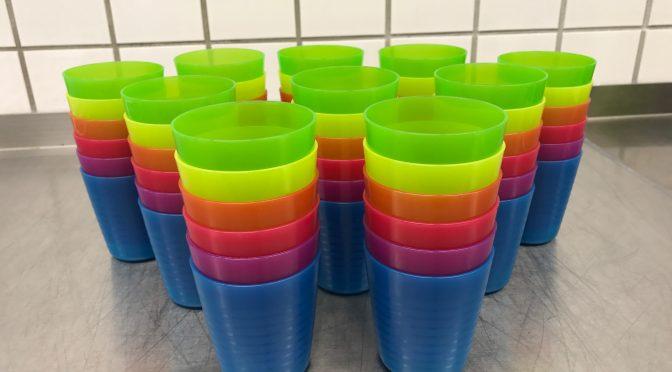 Neue Trinkbecher für die Mensa